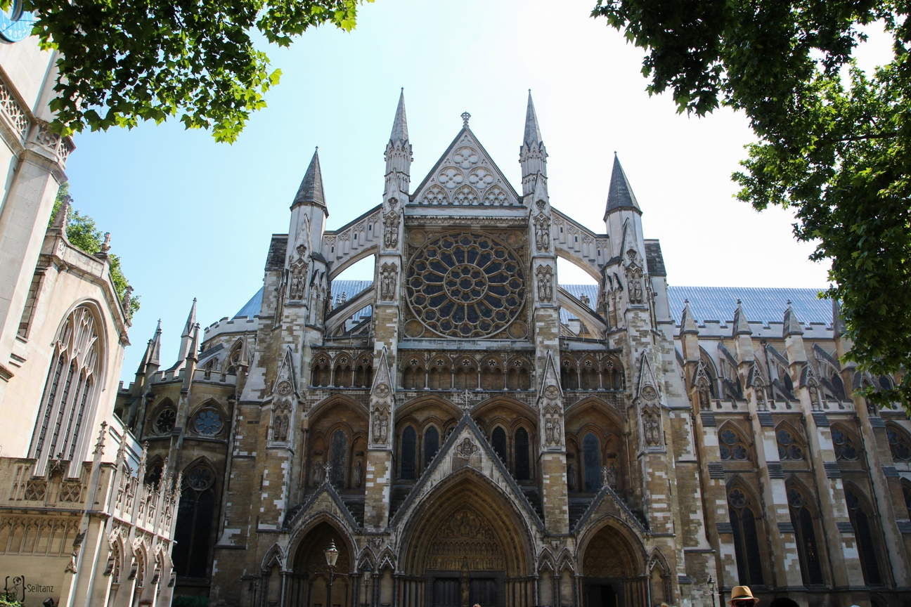 12Typical-Tourist-Westminster-Abbey